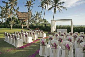 tema pernikahan pantai